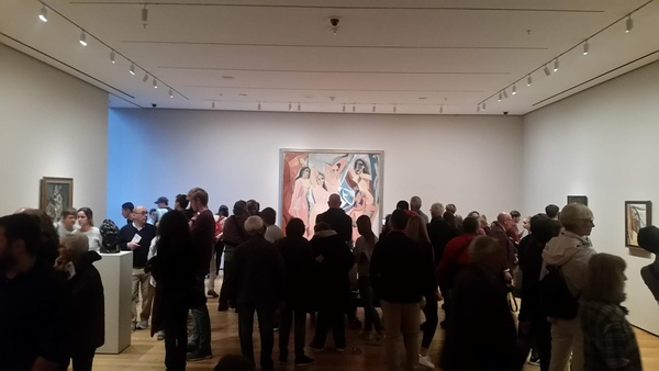Picasso in the crowds, MOMA