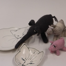 Jo Howard's cat plates joined by delightful Gill Burke knitted toys
